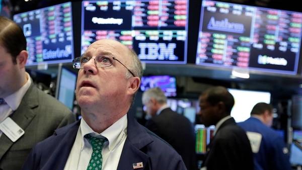 Wall Street Volvió A Cerrar Con Fuertes Bajas: El Dow Jones Perdió Un 2,1%